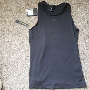 Nike nwt black tank top dri fit tight fit small